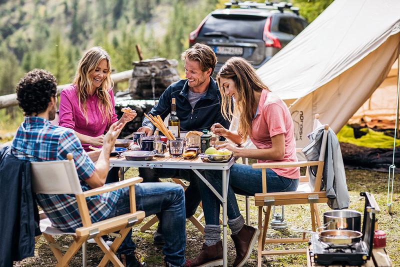 Campinggruppe mit Outdoor Regiestühlen